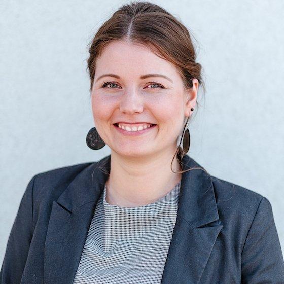 8 – Dr. Diana Süsser